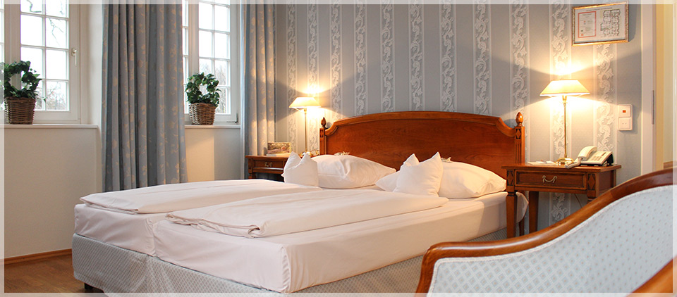 moderat doppelzimmer hotel hotels gourmet restaurant. Black Bedroom Furniture Sets. Home Design Ideas